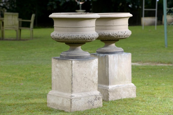 auction 6-16 2 urns on pedestals